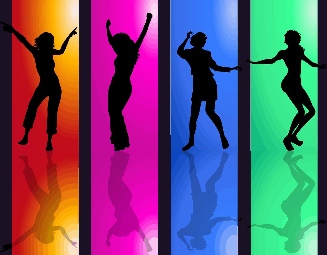 בנות רוקדות